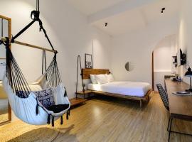 The Hut Boutique Hotel-Notre Dame