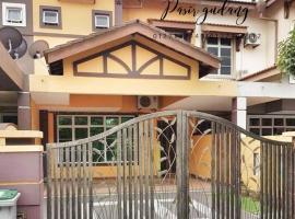 Tiaraa Homestay Bukit Dahlia Pasir Gudang, hotel in Pasir Gudang