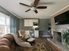 Cozy Convenience: 2bdrm, King Beds, 5mins to Biltmore