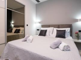Sky & Sun Luxury Rooms with private parking in the garage, luxury hotel in Zadar