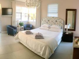 Vermont Hermanus - views, sunny, right on the sea