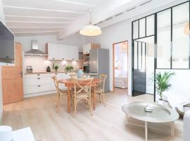 Luxury loft Renovated in Old Antibes / 250m from beach, luxury hotel in Antibes