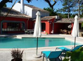 Le mas de la diligence, hotel with pools in Mirabeau