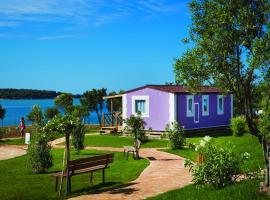Premium Sirena Village Holiday Homes, hotel in Novigrad Istria