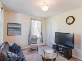 East hill cottage- 10 min to Downtown