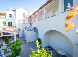 Relais Kaora - Rooms and Apartments, hotel in Sant'Agnello