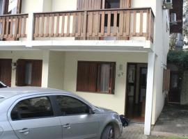 Casa no Bosque das Bromélias, holiday home in Gramado