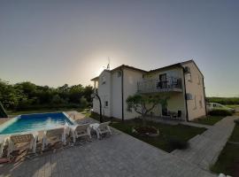 Apartment Adriatic, budget hotel in Umag