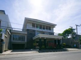 RedDoorz Plus near Universitas Negeri Makassar 2, hotel in Makassar