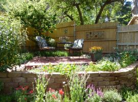 Canyon Wren Cabins - Adults Only