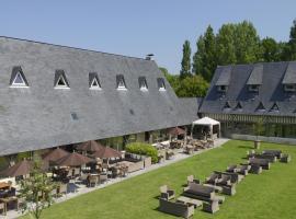 Les Manoirs de Tourgéville, hotel in Deauville