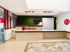 RedDoorz Plus near UST Manila