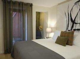 Oporto Wall Apartments, self-catering accommodation in Porto