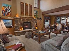 Black Bear Chalet - 4BR Luxury Mountain Home