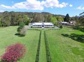 Rivermist - Luxury 6 bedrooms & 6 bathrooms!, hotel in Kangaroo Valley