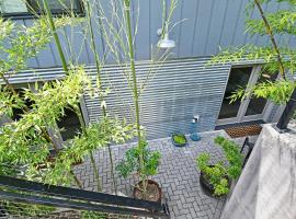 Modern, Reed College 2 Bed Apt. with Private Patio