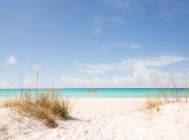 Gorgeous, Immaculate - Walk to Beach