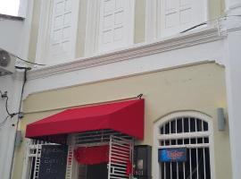 Rainbow House, guest house in George Town