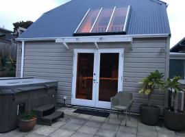 Karori Cottage, hotel with jacuzzis in Wellington