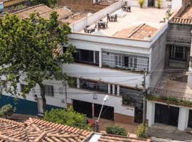 61Prado Guesthouse, hotel en Medellín