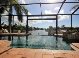 Holland House Cape Coral, 2732 Southwest 25th Street, feriebolig i Cape Coral