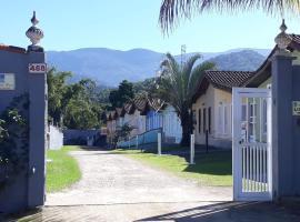 ACESSO A PÉ A PRAIA DA MARANDUBA! Casa com 2 dormitórios em Condomínio e 3 vagas de garagem