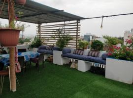 The Blue House Studio Apartment w/ access to Rooftop Terrace