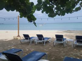 Firefly Beach Cottages, hotel in Negril