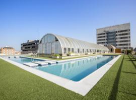 Pierre & Vacances Madrid Apartamentos Eurobuilding 2, hotel in Madrid