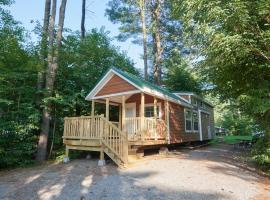 Lake George Escape Loft Cabin Premium 21