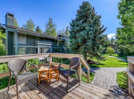 New Villager Retreat with Baldy Views, hotel in Sun Valley