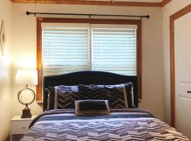 Brookhaven Gem: Bright, Stylish Room with Wi-Fi