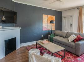 Cozy 2BR Home near Roosevelt Row by WanderJaunt