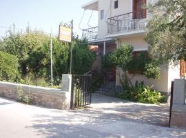 Eleni Studios & Apartments, hotel in Mithymna