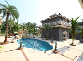 Mann The Palm Retreat, hotel with pools in Lucknow