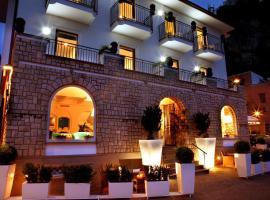 Le Ancore Hotel, hôtel à Vico Equense