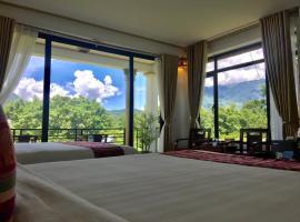 Mai Chau Green field Hotel