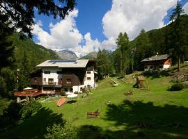 Albergo Villa Anna Maria, hotel near Frachey - Alpe Ciarcerio funicolar, Champoluc