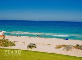 Scarborough Beach, Perth - Sun & Surf Villa, budget hotel in Perth