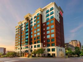 Hampton Inn & Suites National Harbor/Alexandria Area, hotel near Alexandria National Cemetery, National Harbor