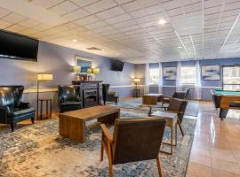 Clarion Inn & Suites Lancaster, hotel with pools in Lancaster