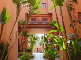 Ático Playa Granada Golf + Piscina con jacuzzi, hotel en Motril