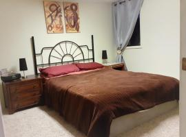 Premier Queen Suite with shared gym,kitchen,lounge at peaceful South Hill