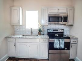 Beautiful Guest House on New Built Home Near Downtown, apartment in San Antonio