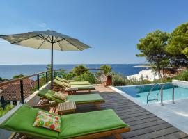 Newly renovated house in the town of Hvar with new pool, sea view and only 100m far from the sea.