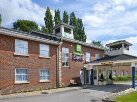 Holiday Inn Express Leeds-East, hotel in Leeds