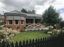 Acacia House - Central Healesville - Yarra Valley