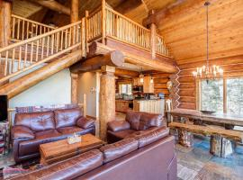 Palmer Peak REAL Log Mountain Escape on 5 acres, hotel in Fairplay