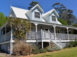 The Doll's House - Charming 2 bedroom cottage just a short walk from the village, hotel in Kangaroo Valley