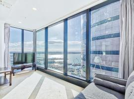 Seaview Penthouse with free parking